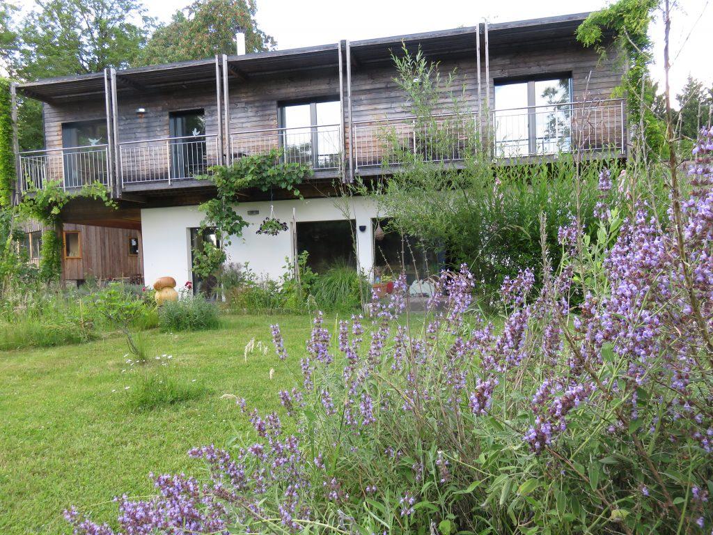 Maison écologique jardin bio