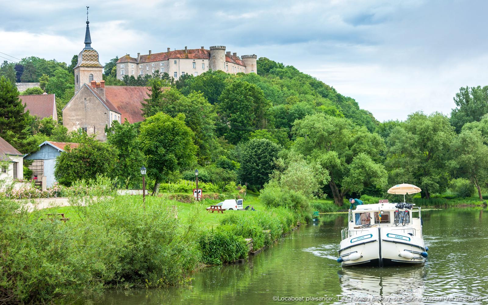 Le chateau de Ray sur Saône et la Saône